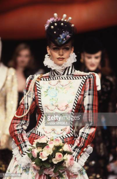 A model walks the runway at the Ungaro Haute Couture Fall/Winter 19921993 fashion show during the Paris Fashion Week in July 1992 in Paris France