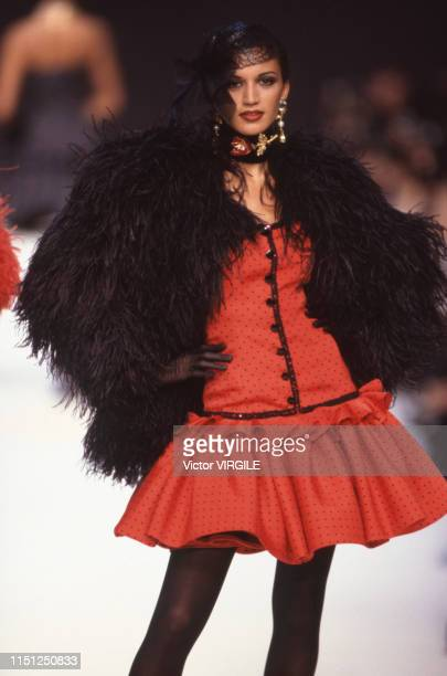 A model walks the runway at the Ungaro Ready to Wear Fall/Winter 19921993 fashion show during the Paris Fashion Week in March 1992 in Paris France