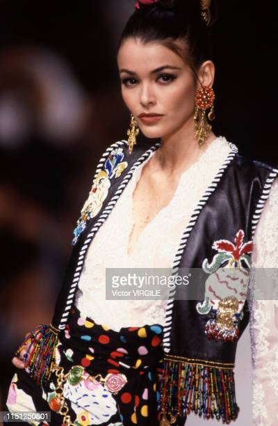 A model walks the runway at the Ungaro Ready to Wear Spring/Summer 1993 fashion show during the Paris Fashion Week in October 1992 in Paris France