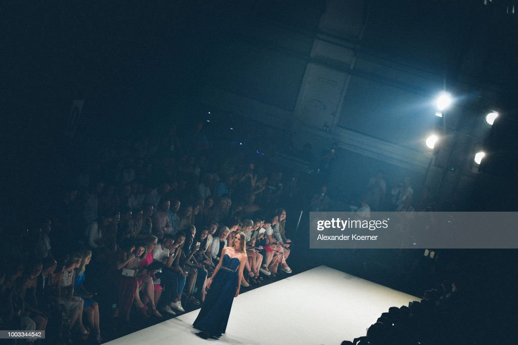 Unique Show - Platform Fashion July 2018