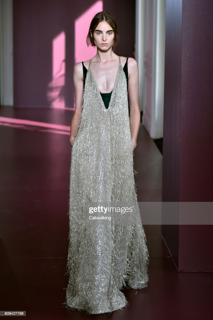 Valentino - Couture Fall 2017 Runway - Paris Haute Couture Fashion Week : News Photo