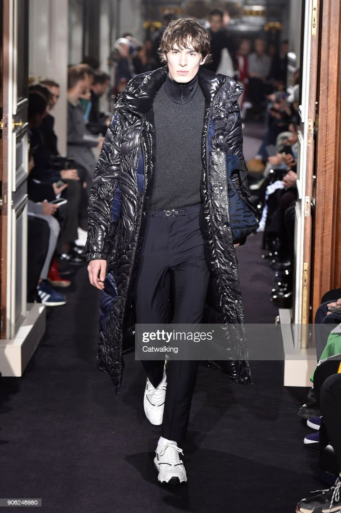 Valentino - Mens Fall 2018 Runway - Paris Menswear Fashion Week