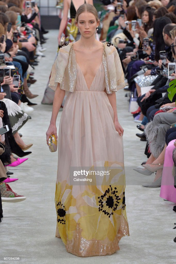 Valentino Spring 2018 Couture Collection - Vogue 48