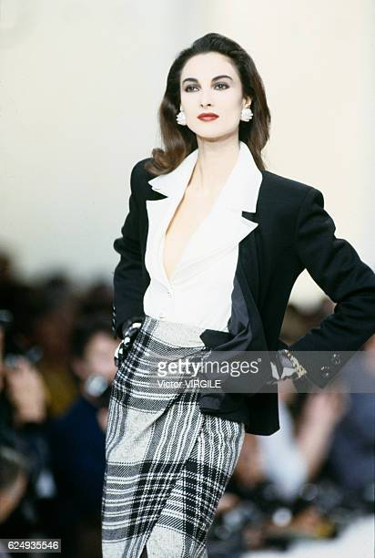 Model walks the runway at the Valentino Ready to Wear Fall/Winter 1989-1990 fashion show during the Paris Fashion Week in March, 1989 in Paris,...