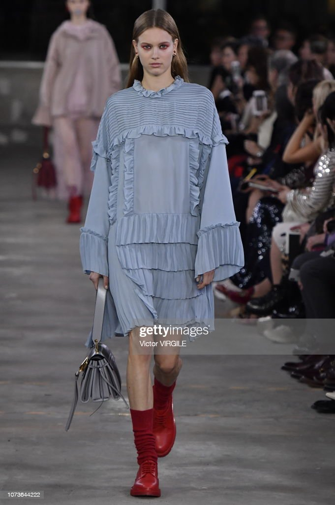 Valentino TKY 2019 Pre-Fall Collection - Runway : Foto di attualità