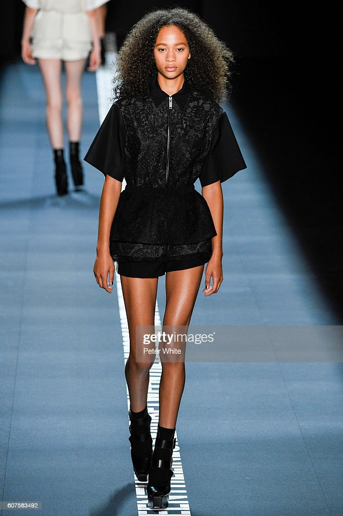 Vera Wang Collection - Runway - September 2016 - New York Fashion Week: The Shows : News Photo