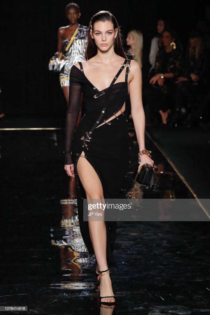 Versace Fall 2019 - Runway : News Photo