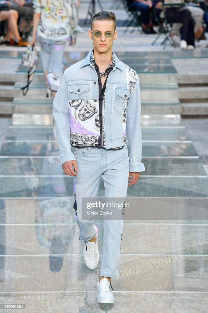 Versace - Runway - Milan Men's Fashion Week Spring/Summer 2018 : ニュース写真