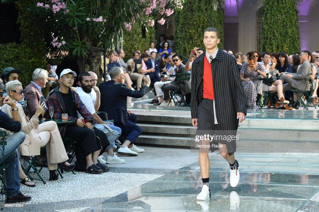 Versace - Runway - Milan Men's Fashion Week Spring/Summer 2018 : ニュース写真