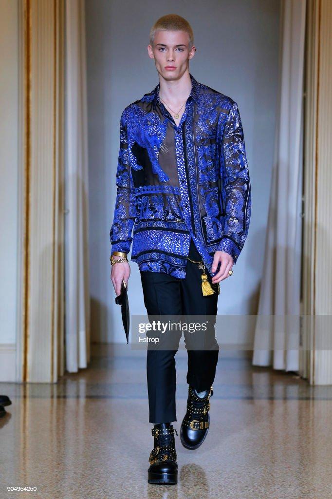 Versace - Runway - Milan Men's Fashion Week Fall/Winter 2018/19 : ニュース写真