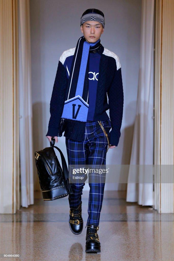 Versace - Runway - Milan Men's Fashion Week Fall/Winter 2018/19 : Nachrichtenfoto