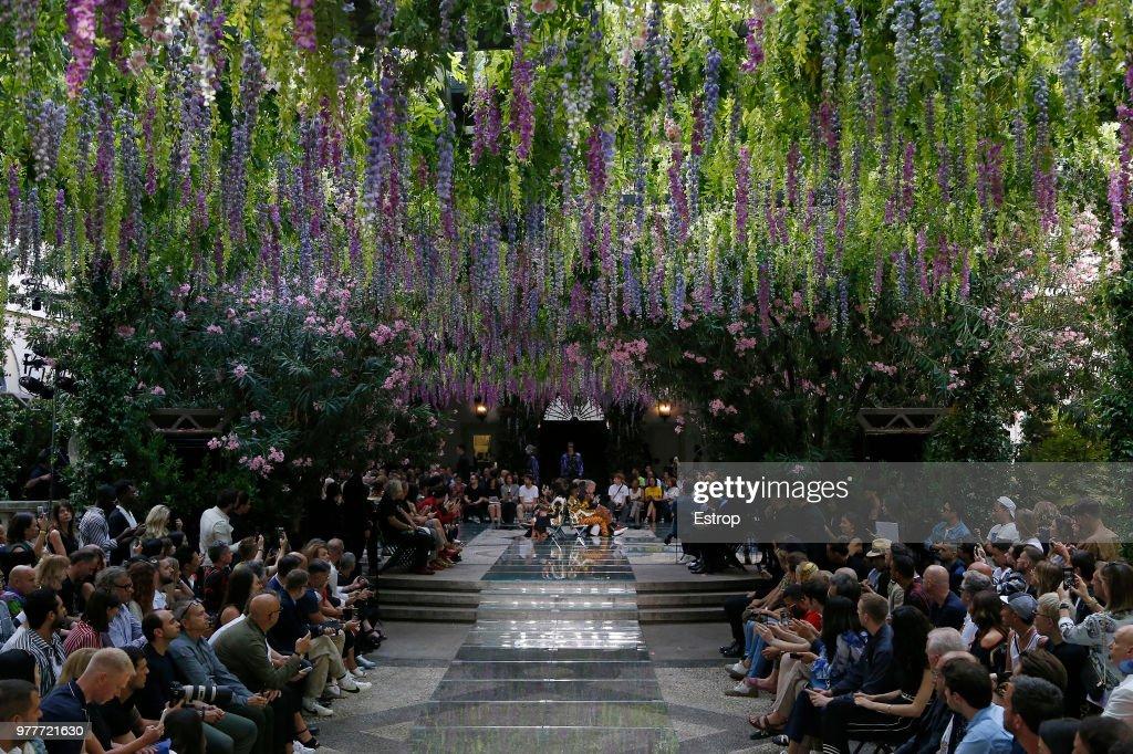 Versace - Runway - Milan Men's Fashion Week Spring/Summer 2019 : ニュース写真