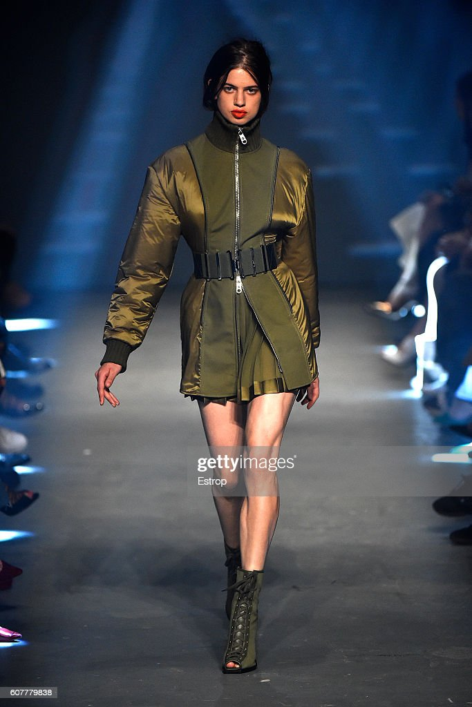 VERSUS - Runway - LFW September 2016 : News Photo