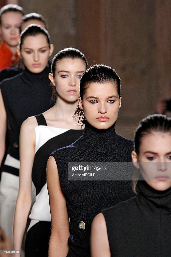 Victoria Beckham - Presentation - Mercedes-Benz Fashion Week Fall 2015 : News Photo