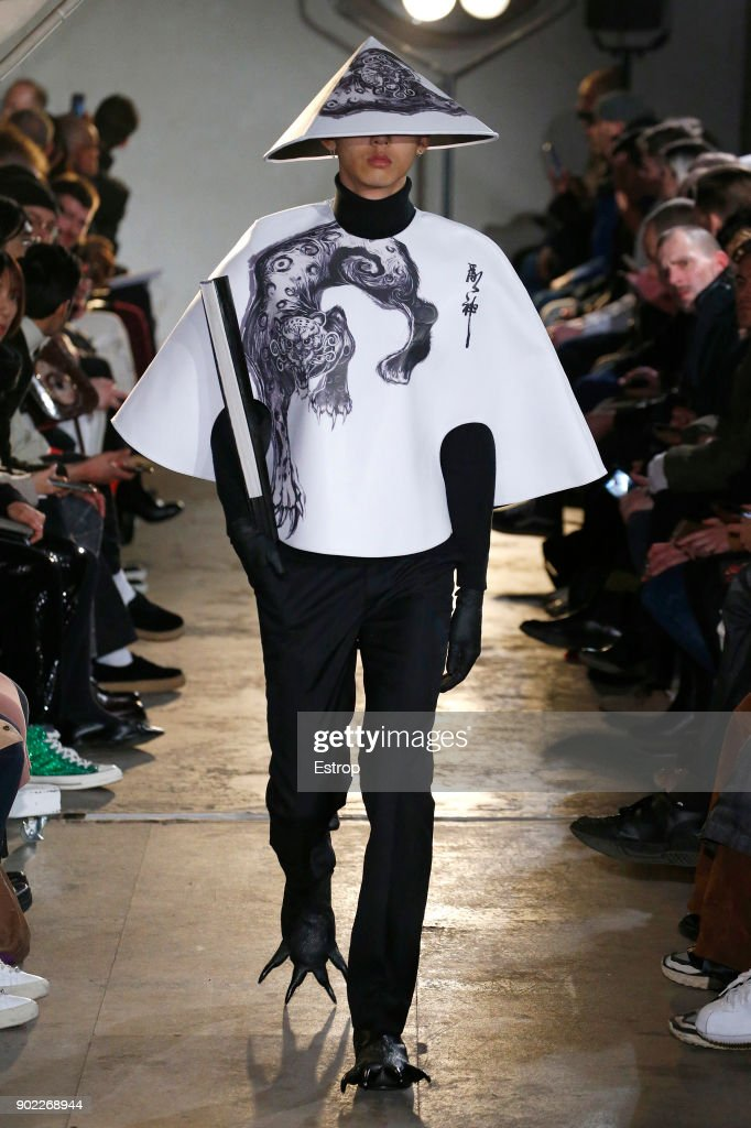 Xander Zhou - Runway - LFWM January 2018 : News Photo