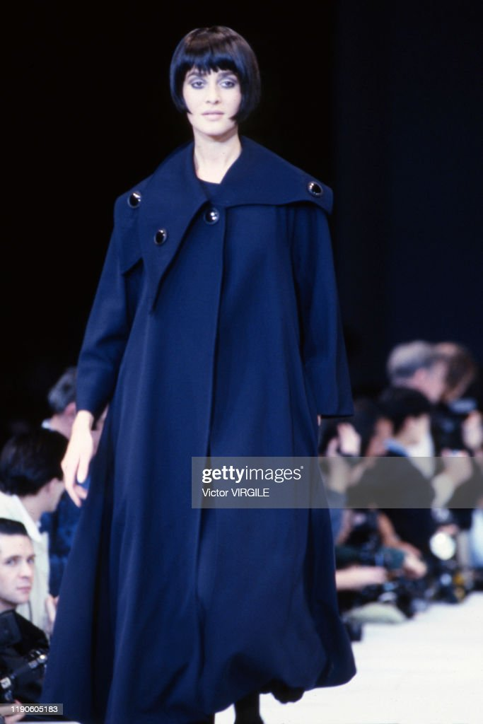 Yohji Yamamoto - Runway - Ready To Wear Fall/Winter 1989-1990 : News Photo
