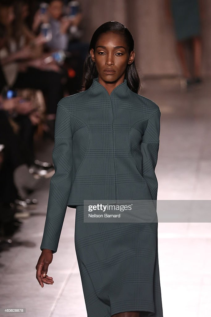 Zac Posen - Runway - Mercedes-Benz Fashion Week Fall 2015 : News Photo