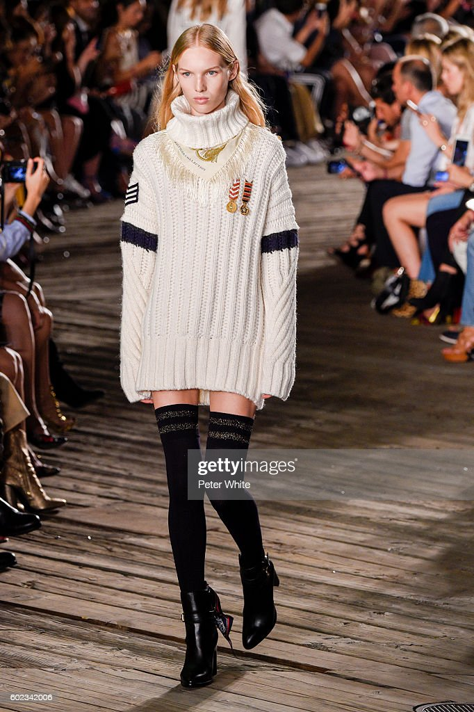 Tommy Hilfiger Women's - Runway - September 2016 - New York Fashion Week : News Photo