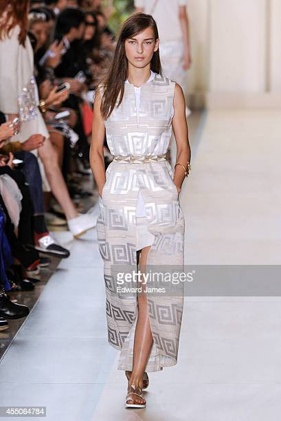 A model walks the runway at Tory Burch during MercedesBenz Fashion Week Spring 2015 at Avery Fisher Hall Lincoln Center on September 9 2014 in New...