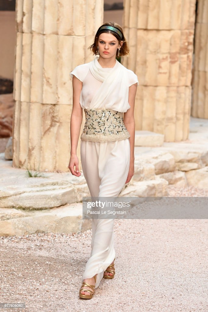 Chanel Cruise 2017/2018 Collection - Runway : ニュース写真
