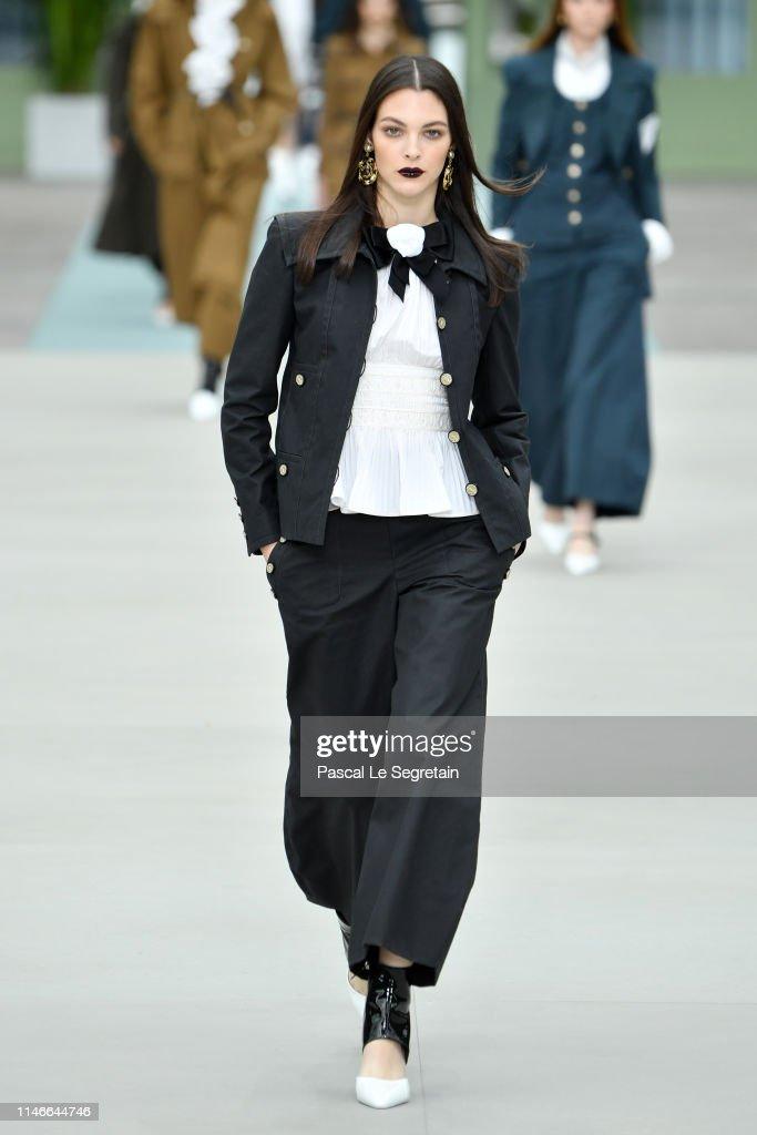 Chanel Cruise Collection 2020 : Runway At Grand Palais In Paris : Fotografía de noticias