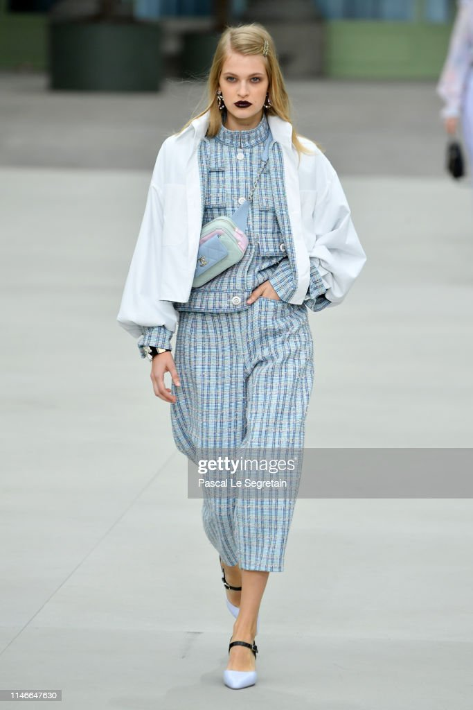Chanel Cruise Collection 2020 : Runway At Grand Palais In Paris : Fotografia de notícias