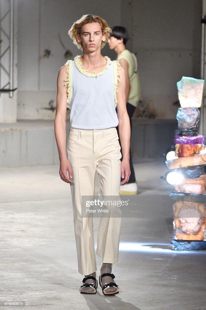 Acne Studio : Runway - Paris Fashion Week - Menswear Spring/Summer 2019