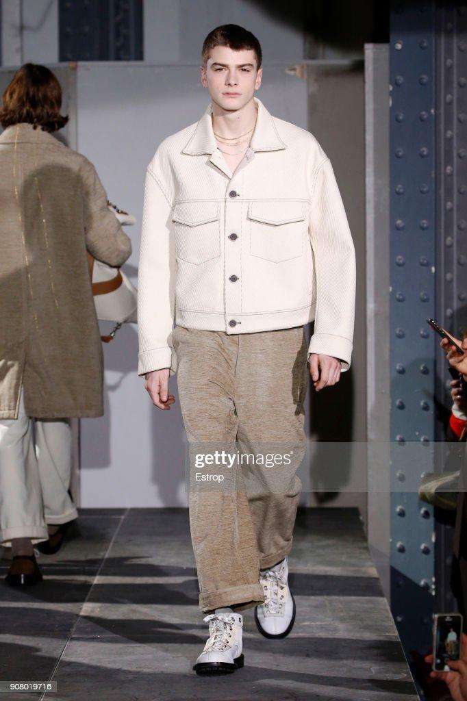 Acne Studios : Runway - Paris Fashion Week - Menswear F/W 2018-2019 : ニュース写真