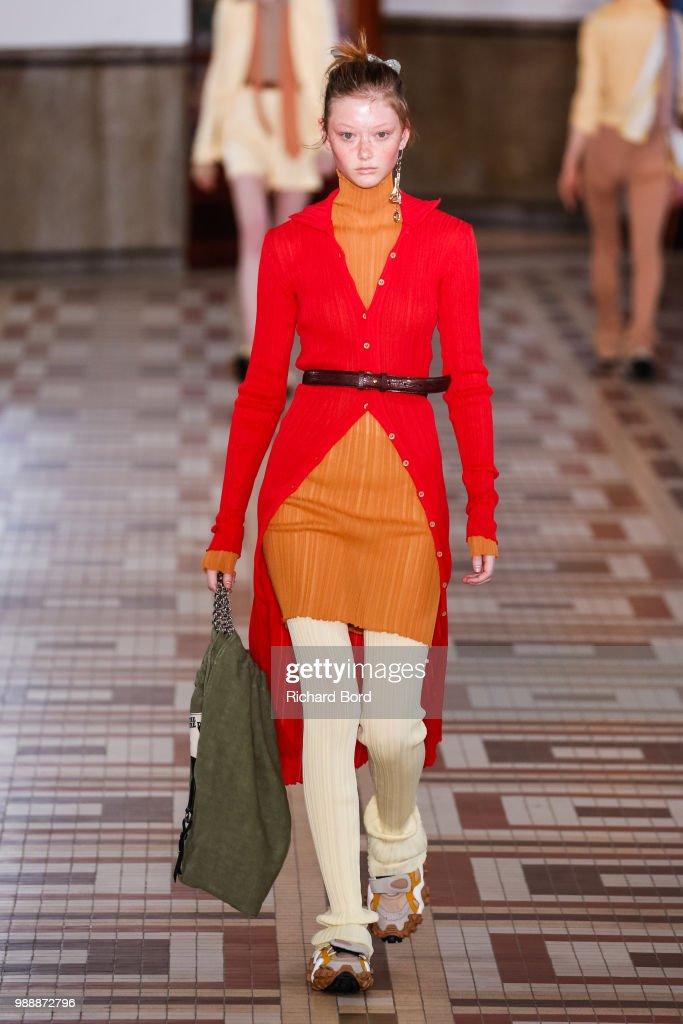 Acne Studios   Runway - Paris Fashion Week - Womenswear Spring Summer 2019    Photo d e5b15d8095c