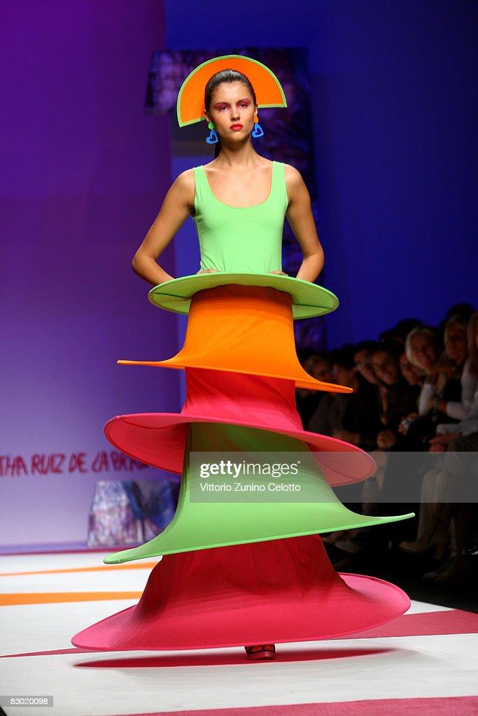 Agatha Ruiz De La Prada - MFW Womenswear Spring/Summer 2009 : News Photo