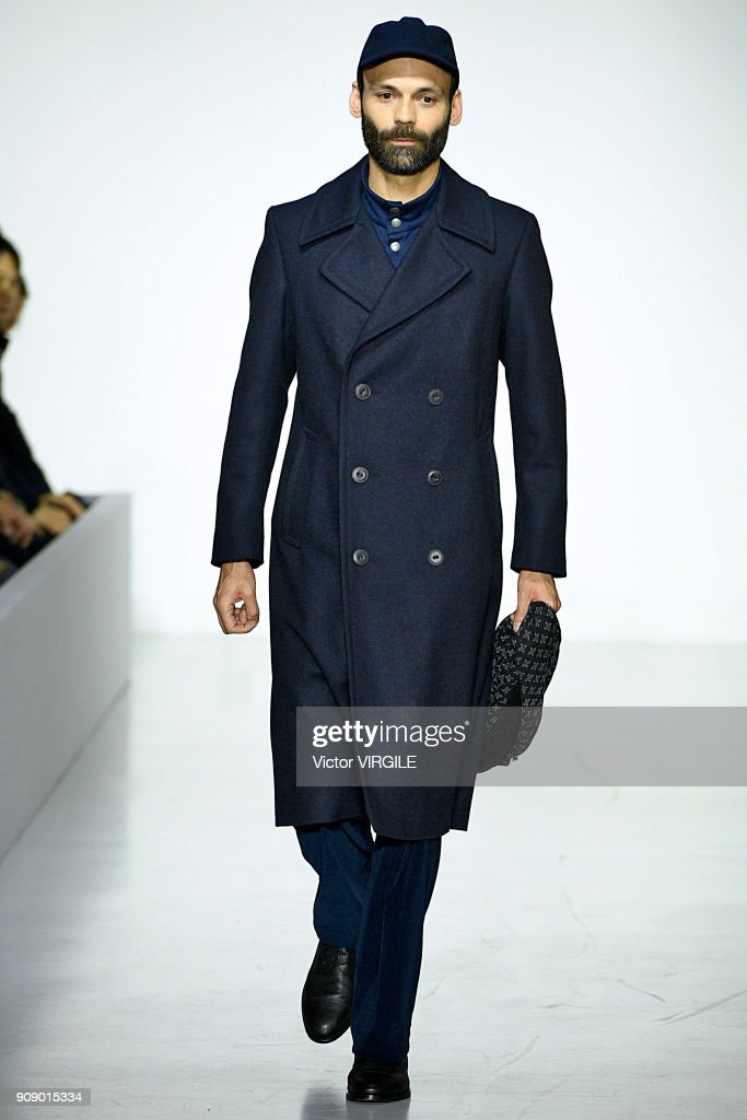 Agnes B : Runway - Paris Fashion Week - Menswear F/W 2018-2019 : ニュース写真