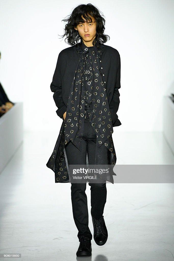 Agnes B : Runway - Paris Fashion Week - Menswear F/W 2018-2019 : ニュース写真