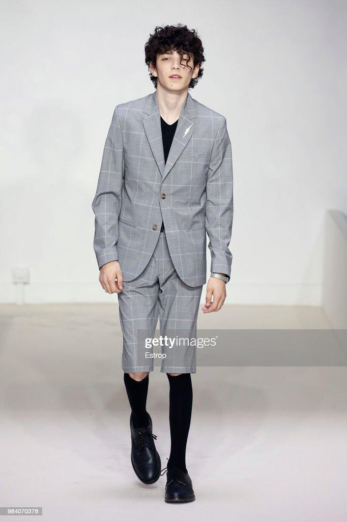 Agnes B.: Runway - Paris Fashion Week - Menswear Spring/Summer 2019 : News Photo