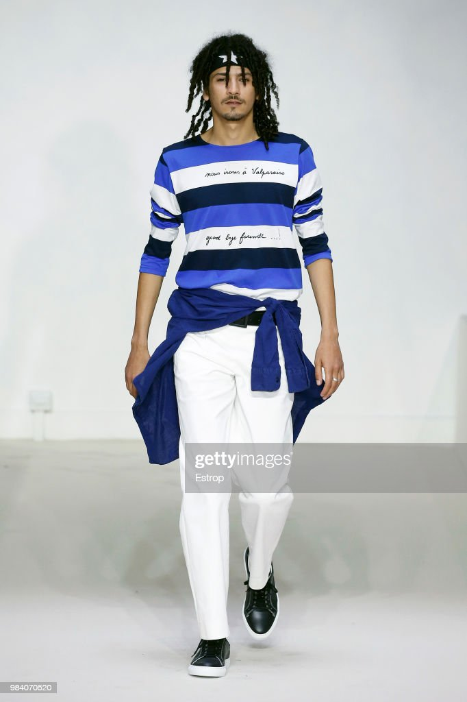 Agnes B.: Runway - Paris Fashion Week - Menswear Spring/Summer 2019 : ニュース写真