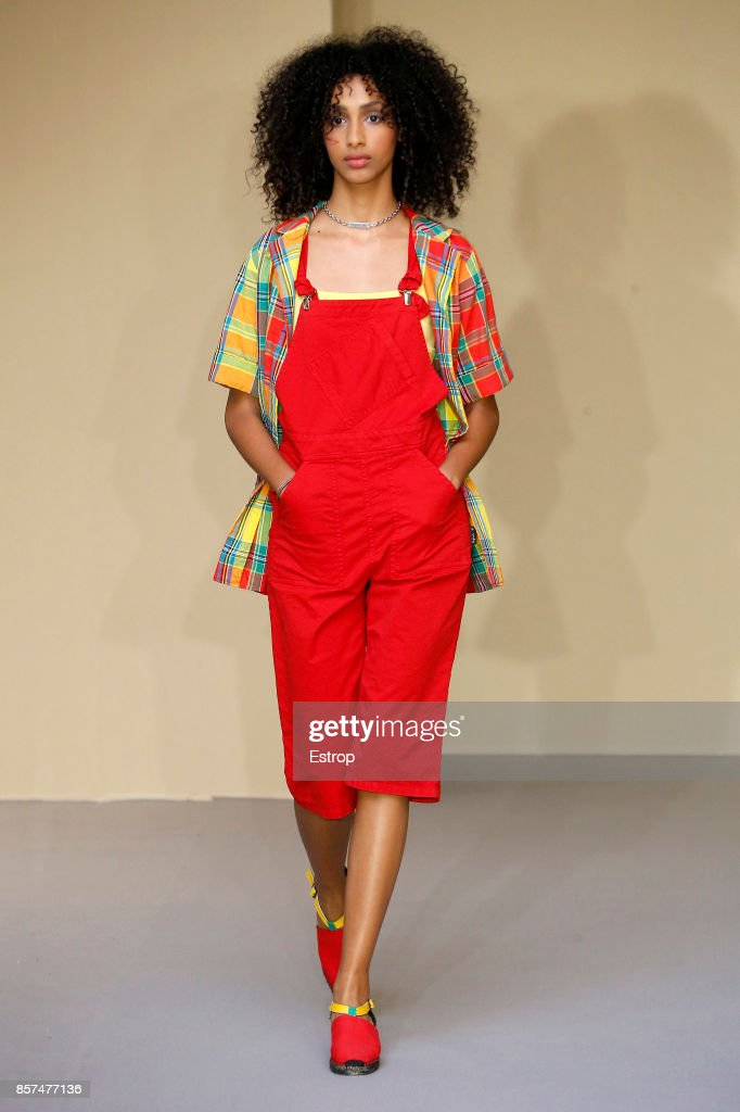 Agnes B : Runway - Paris Fashion Week Womenswear Spring/Summer 2018 : ニュース写真