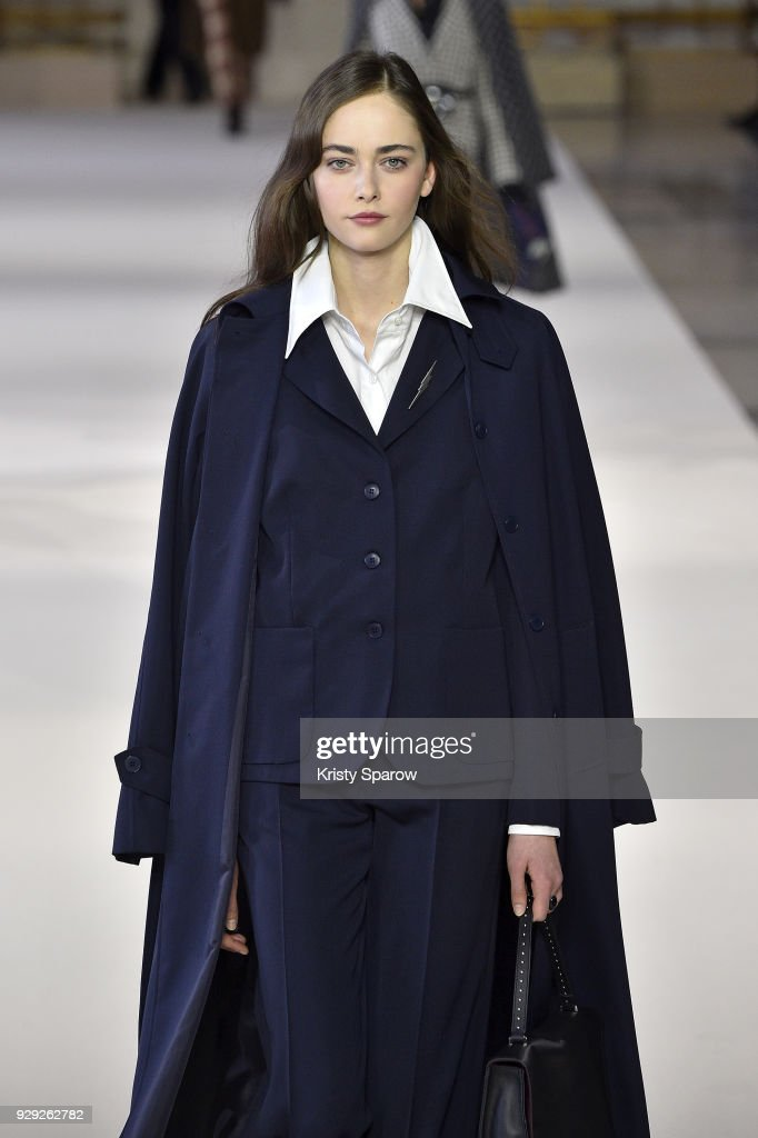 Agnes B : Runway - Paris Fashion Week Womenswear Fall/Winter 2018/2019 : News Photo