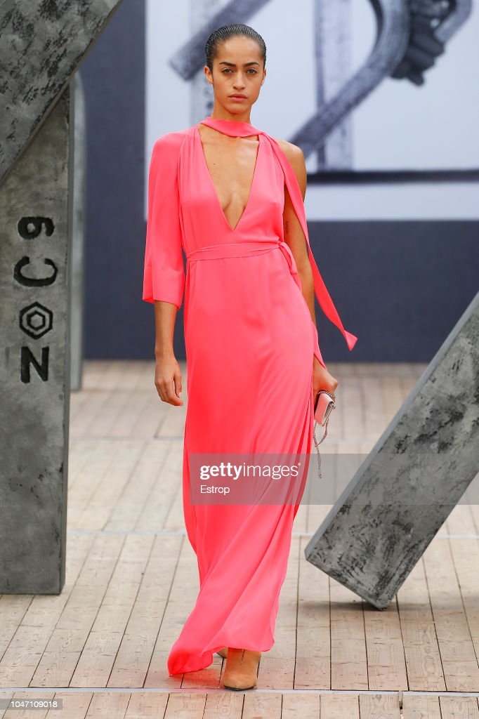 Akris : Runway - Paris Fashion Week Womenswear Spring/Summer 2019 : ニュース写真
