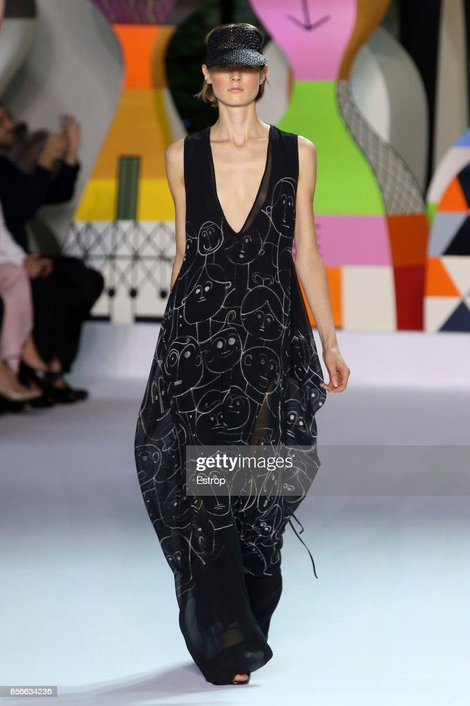 Akris : Runway - Paris Fashion Week Womenswear Spring/Summer 2018 : ニュース写真