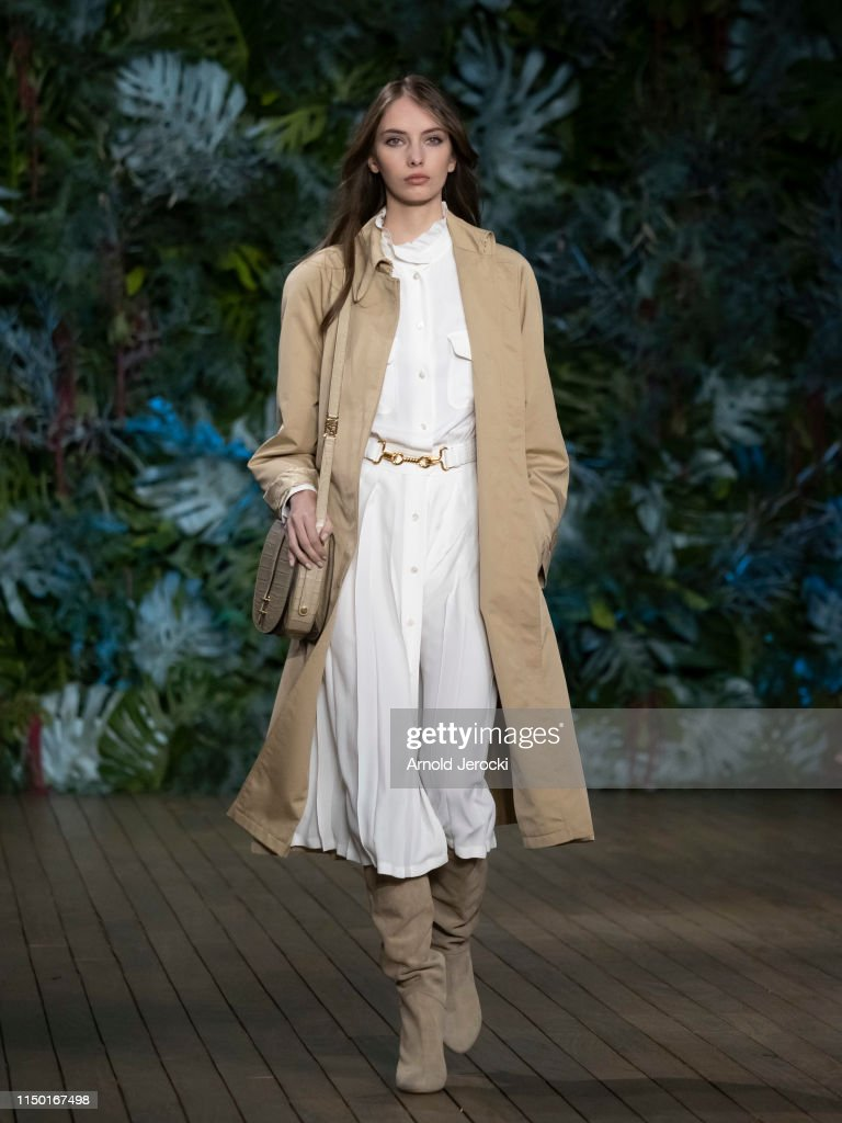 Alberta Ferretti Cruise 2020 Collection : Runway : News Photo