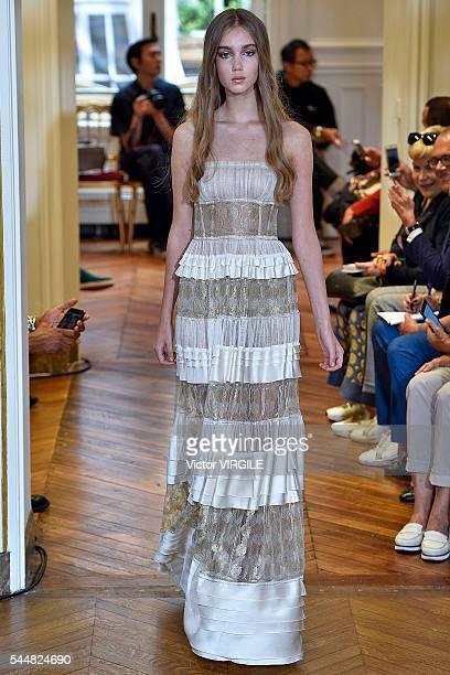 buy popular 55704 de471 30 Top Alberta Ferretti Runway Paris Fashion Week Haute ...