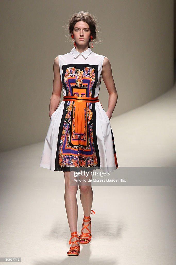 Alberta Ferretti - Runway - Milan Fashion Week Womenswear Spring/Summer 2014 : ニュース写真