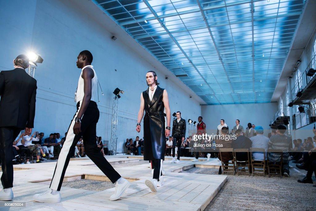 Alternative Views - Paris Fashion Week - Menswear Spring/Summer 2018 : ニュース写真