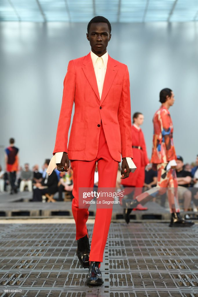 Alexander McQueen: Runway - Paris Fashion Week - Menswear Spring/Summer 2019