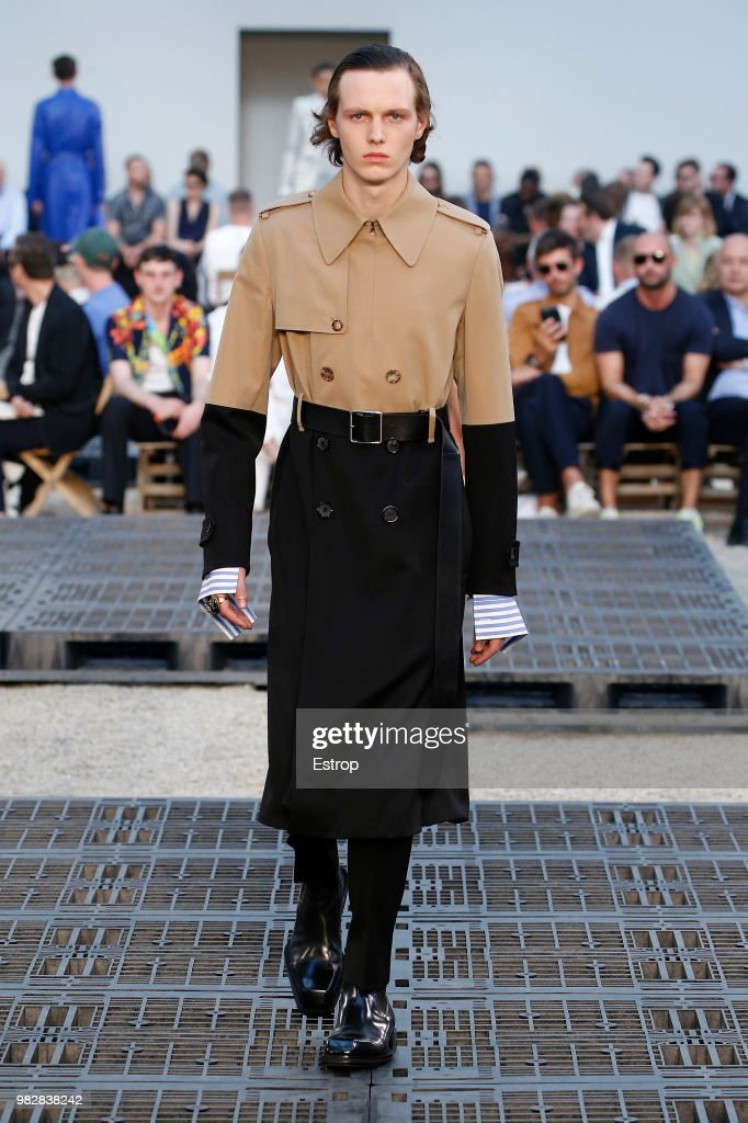 Alexander McQueen: Runway - Paris Fashion Week - Menswear Spring/Summer 2019 : ニュース写真