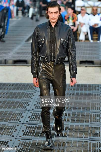 Alexander Mcqueen Runway Paris Fashion Week Menswear Spring Summer