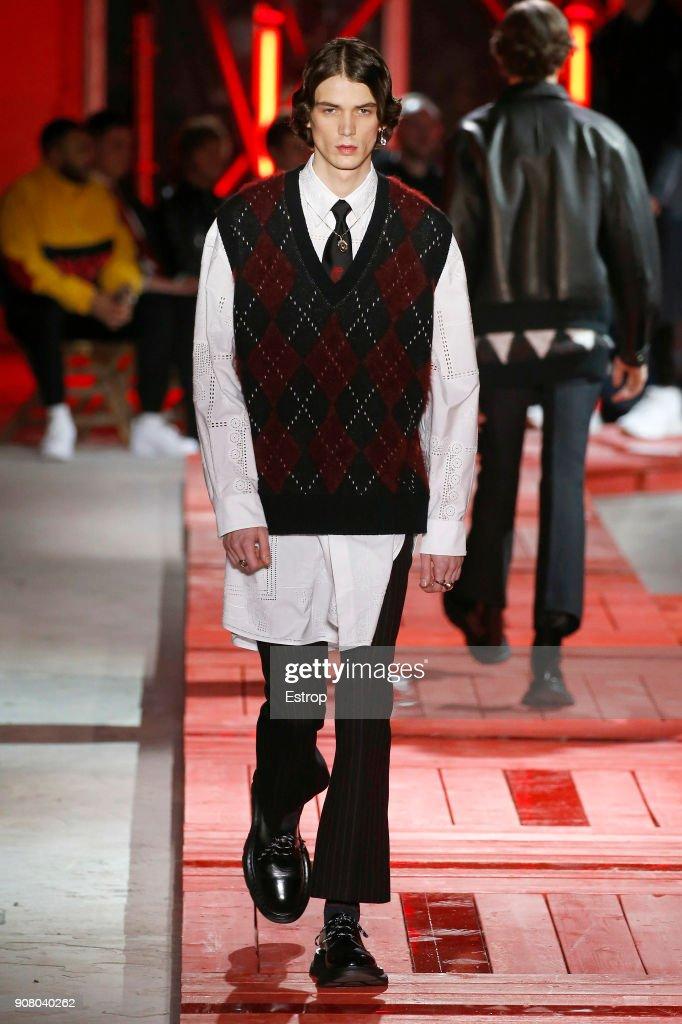 Alexander McQueen : Runway - Paris Fashion Week - Menswear F/W 2018-2019 : ニュース写真