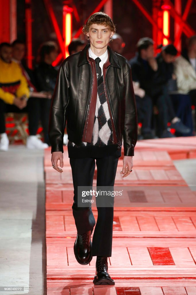 Alexander McQueen : Runway - Paris Fashion Week - Menswear F/W 2018-2019 : ニュース写真