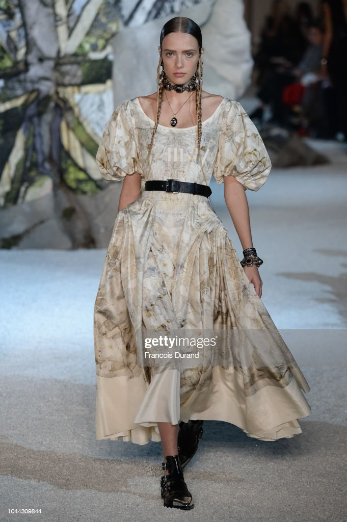 model-walks-the-runway-during-the-alexander-mcqueen-paris-show-as-of-picture-id1044309844