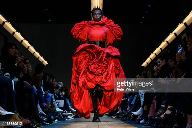 Model walks the runway during the Alexander McQueen show as part of the Paris Fashion Week Womenswear Fall/Winter 2019/2020 on March 04, 2019 in...