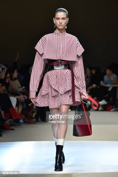 A model walks the runway during the Alexander McQueen show as part of the Paris Fashion Week Womenswear Fall/Winter 2018/2019 on March 5 2018 in...